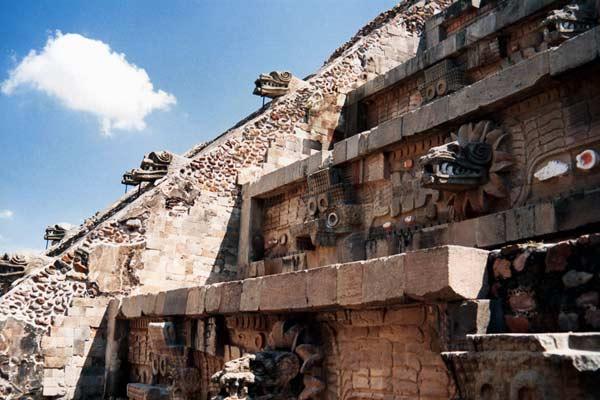 Le Temple de Quetzalcoátl à Teotihuacán